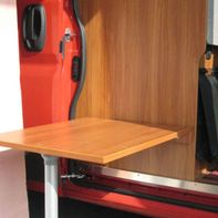 Pannello in legno come tavolo da pranzo