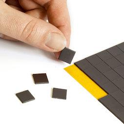 MS-TAKKI-03, Takkis 10 x 10 mm, zelfklevende magneetplaatjes, 160 plaatjes per vel