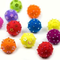 LIV-42, Adams, decoratieve magneten van vilt, met glazen kraaltjes, set van 3