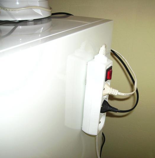 Magneettoepassingen stekkerdoos met schakelaar ophangen - Televisie suspendue mur ...